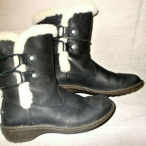 UGG Akadia Leather Shearling Lined Black Boots 8